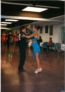 Moje tekmovanje v latinskoameriških plesih, nekje na začetku 21. stoletja. Vir: osebni arhiv.